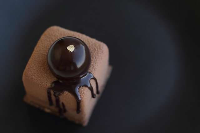 Make Chocolate Decorations For Cakes